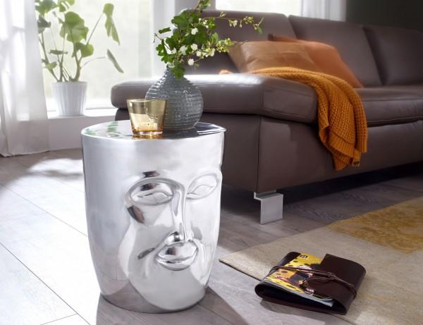 Design  Extravaganter Beistelltisch mit einem 3D-Gesicht Ablageflaeche bietet Platz fuer z. B. Fernbedienung, Zeitschriften &amp  Co. Glaenzende Oberflaechen rundes das Design gekonnt ab Abmessungen  Breite: 32,5 cm Hoehe: 39 cm Tiefe: 35 cm Farbe  K