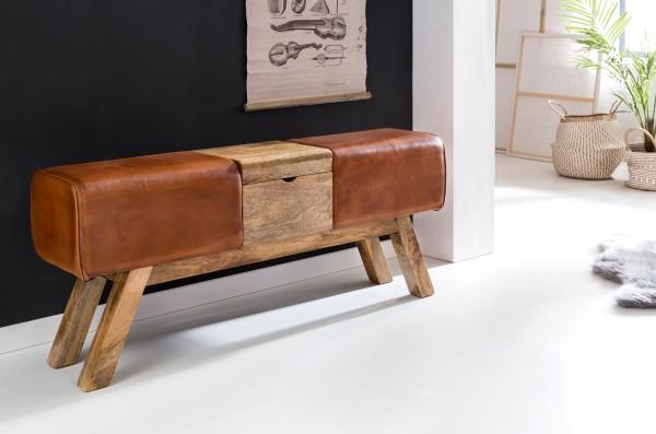 Design  Sportlicher Retro-Look Vier massive Holzbeine fuer einen sicheren Stand Ueppige Sitzpolsterung - Echtleder besonders hochwertig und strapazierfaehig Abmessungen Breite: 120 cm Hoehe: 53 cm Tiefe: 29 cm Box Innenmasse B x H x T: 26,5 x 5,5 x 2