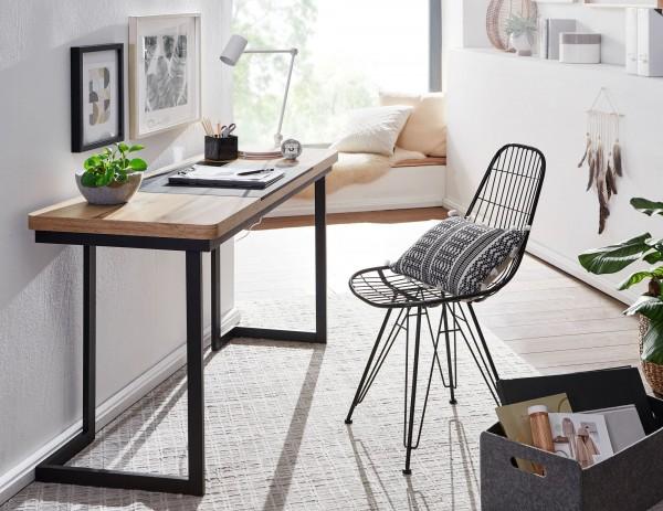 Design  Moderner Schreibtisch im extravaganten Look Grosszuegige Ablageflaeche fuer angenehmes Arbeiten Konisch verlaufende Schreibtischplatte mit integrierter Unterlage Schwarze Tischbeine als optimaler Kontrast zur Tischplatte mit Eichendekor Abmes