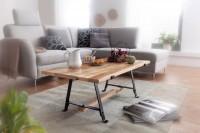 Design  Rustikaler Couchtisch im modernen Design Die schwarzen Metallbeine betonen den trendigen Industrial Style Anmutige Tischplatte durch die schoene...